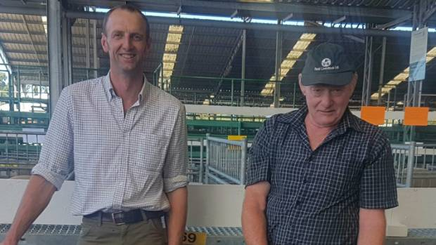 Dave Robertson (left) and David Gillespie of Midlands Southdowns who purchased the ram, Cordyline 15.16 for $16,000.